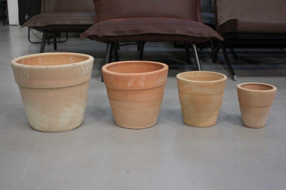 29g set van 4 ronde terracotta bloempotten €29.50 budget hal54