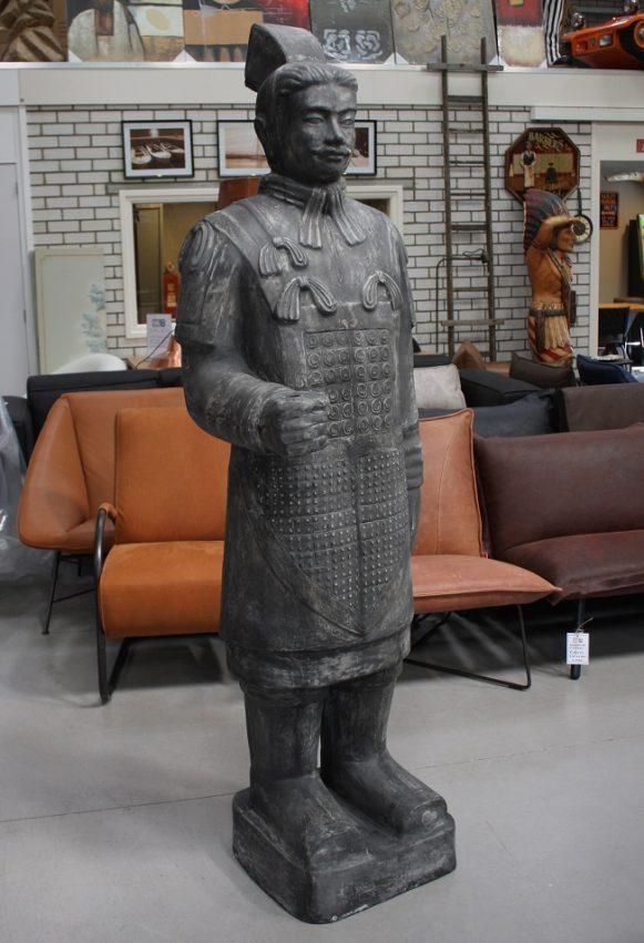 37 tuinbeeld warrior chinese krijger 200 cm clayfibre grijs hal54